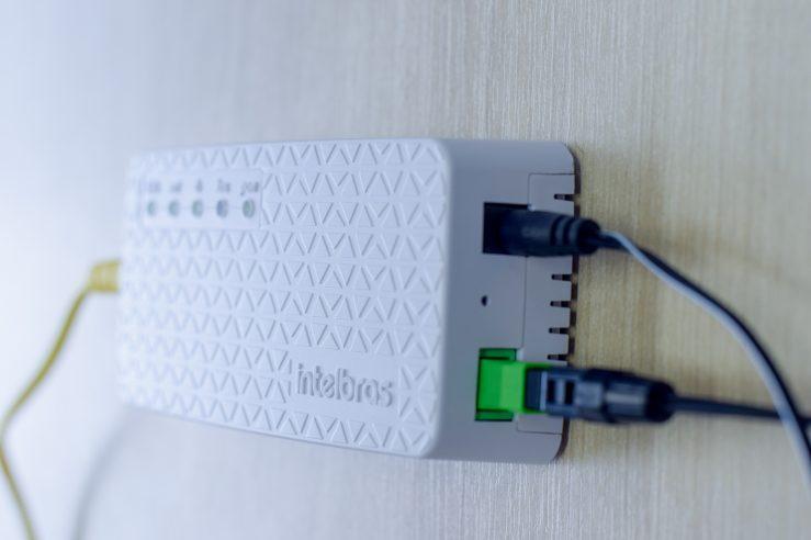 Fibra Óptica - Transmitindo informações na velocidade da luz